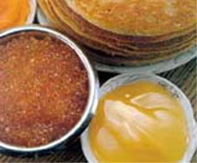 Русские блины и с икрой и с мёдом хороши