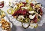 Салат с радиккио, цикорием и тунцом